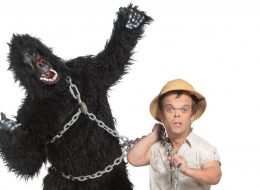 The Misbehave Gorilla and the Zoo Keeper !