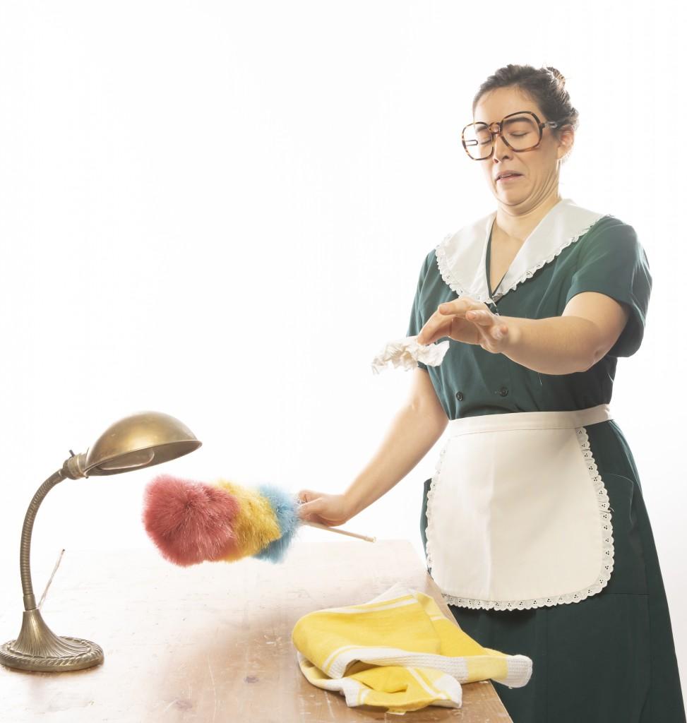 LA BONNE :Une femme de ménage… qui dé-ménage !